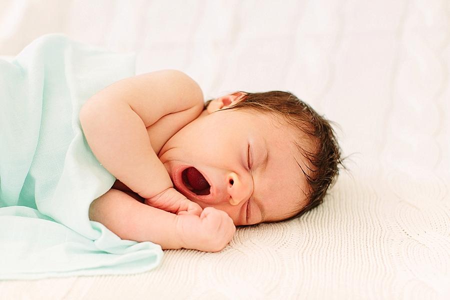 neugeborenenfotos, babyfotos, kleine menschen, fotos, natuerlich, natürlich, entspannt, portraits, fotos, heidelberg, mannheim, karlsruhe, aline lange fotografie, leben, liebe, oestringen, östringen, zu hause, wohnzimmer, warm