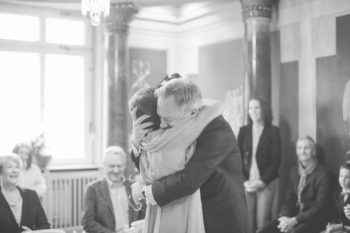 hochzeit, heidelberg, hochzeitsfotos, hochzeitsbilder, hochzeitsfotografin, speaks english, wedding, weddingphotography, photography, weddings, get married in heidelberg, reportage, natürlich, lustig, entpsannt, standesamt, reception, civil wedding, aline lange fotografie, rose